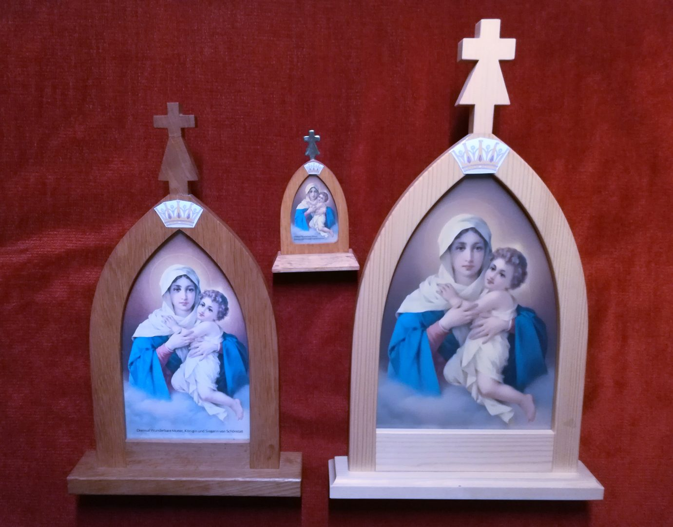 Marija Romarica in dve domači svetišči s krono